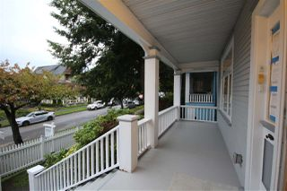 Photo 2: 624 E 11TH Avenue in Vancouver: Mount Pleasant VE House for sale (Vancouver East)  : MLS®# R2413732