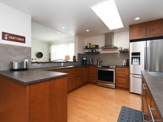 Photo 5: 760 HILL RISE Lane in Saanich: SE Cordova Bay Row/Townhouse for sale (Saanich East)  : MLS®# 844493