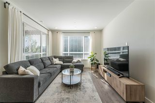 Photo 3: 406 33540 MAYFAIR Avenue in Abbotsford: Central Abbotsford Condo for sale : MLS®# R2481068