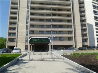 Main Photo: 323 Wellington Crescent in Winnipeg: River Heights / Tuxedo / Linden Woods Condominium for sale (South Winnipeg)  : MLS®# 1111144