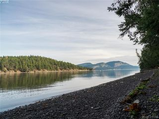 Photo 1: 8808 Canal Road in PENDER ISLAND: GI Pender Island Single Family Detached for sale (Gulf Islands)  : MLS®# 417739