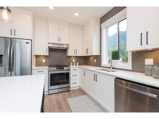 """Photo 11: 67 1885 COLUMBIA VALLEY Road in Cultus Lake: Lindell Beach House for sale in """"AQUADEL CROSSING"""" : MLS®# R2465993"""
