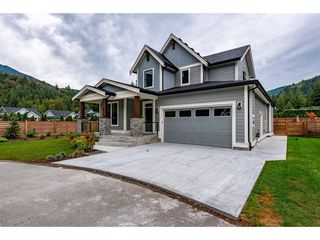 """Photo 2: 67 1885 COLUMBIA VALLEY Road in Cultus Lake: Lindell Beach House for sale in """"AQUADEL CROSSING"""" : MLS®# R2465993"""