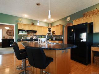 Photo 3: 3975 Blue Ridge Pl in : SW Strawberry Vale Single Family Detached for sale (Saanich West)  : MLS®# 850149