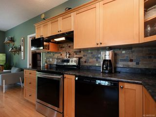 Photo 4: 3975 Blue Ridge Pl in : SW Strawberry Vale House for sale (Saanich West)  : MLS®# 850149