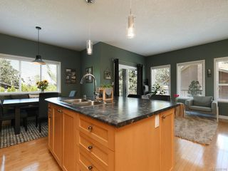 Photo 2: 3975 Blue Ridge Pl in : SW Strawberry Vale House for sale (Saanich West)  : MLS®# 850149