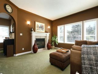 Photo 6: 3975 Blue Ridge Pl in : SW Strawberry Vale House for sale (Saanich West)  : MLS®# 850149