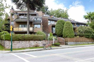 "Main Photo: 206 2410 CORNWALL Avenue in Vancouver: Kitsilano Condo for sale in ""The Spinnaker"" (Vancouver West)  : MLS®# R2484218"