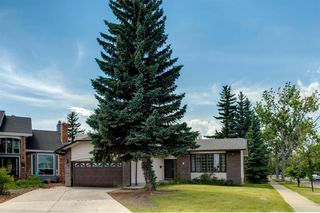 Photo 1: 303 STRAVANAN Bay SW in Calgary: Strathcona Park Detached for sale : MLS®# A1025695