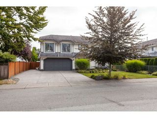"""Photo 2: 5088 215A Street in Langley: Murrayville House for sale in """"Murrayville"""" : MLS®# R2491403"""