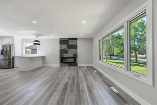 Photo 2: 12939 113A Street in Edmonton: Zone 01 House for sale : MLS®# E4221352