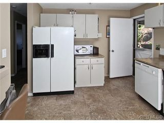 Photo 10: 3341 Betula Place in VICTORIA: Co Triangle Single Family Detached for sale (Colwood)  : MLS®# 304287