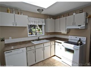 Photo 9: 3341 Betula Place in VICTORIA: Co Triangle Single Family Detached for sale (Colwood)  : MLS®# 304287