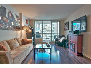 """Photo 1: 706 1212 HOWE Street in Vancouver: Downtown VW Condo for sale in """"1212 HOWE"""" (Vancouver West)  : MLS®# V1009386"""