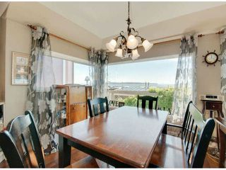 """Photo 4: 15570 VICTORIA Avenue: White Rock House for sale in """"East Beach - White Rock"""" (South Surrey White Rock)  : MLS®# F1319657"""