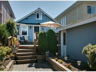 """Photo 15: 15570 VICTORIA Avenue: White Rock House for sale in """"East Beach - White Rock"""" (South Surrey White Rock)  : MLS®# F1319657"""
