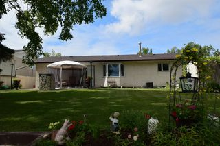 Photo 3: 14 Swan Lake Bay in Winnipeg: Waverley Heights Single Family Detached for sale (1L)