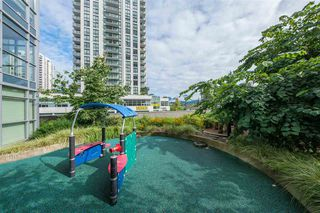 "Photo 17: 2205 3008 GLEN Drive in Coquitlam: North Coquitlam Condo for sale in ""MTWO"" : MLS®# R2405924"