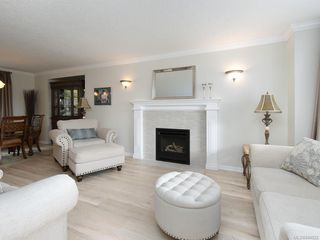 Photo 2: 3880 Mildred St in Saanich: SW Strawberry Vale House for sale (Saanich West)  : MLS®# 844822