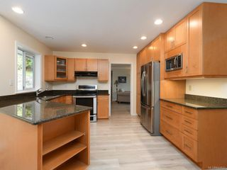 Photo 6: 3880 Mildred St in Saanich: SW Strawberry Vale House for sale (Saanich West)  : MLS®# 844822