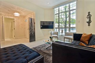 Photo 2: 896 HAMILTON Street in Vancouver: Downtown VW Townhouse for sale (Vancouver West)  : MLS®# R2497957