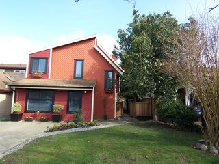 Photo 2: 6038 194A Street in Surrey: Cloverdale BC House for sale (Cloverdale)  : MLS®# F1212632