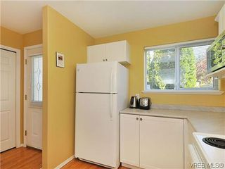 Photo 2: 3006 Scott St in VICTORIA: Vi Oaklands Row/Townhouse for sale (Victoria)  : MLS®# 620524