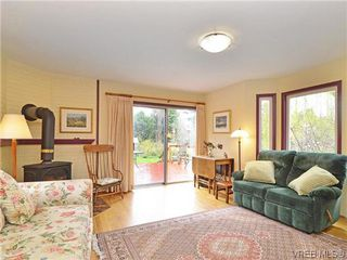 Photo 2: 966 Snowdrop Avenue in VICTORIA: SW Marigold Single Family Detached for sale (Saanich West)  : MLS®# 322574