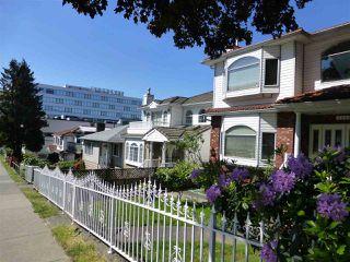 Photo 3: 2609 RENFREW STREET in Vancouver: Renfrew VE House for sale (Vancouver East)  : MLS®# R2067595