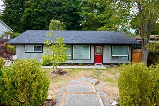 Photo 1: 5778 EBBTIDE Street in Sechelt: Sechelt District House for sale (Sunshine Coast)  : MLS®# R2396362