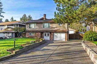 Main Photo: 6081 172A Street in Surrey: Cloverdale BC House for sale (Cloverdale)  : MLS®# R2435343