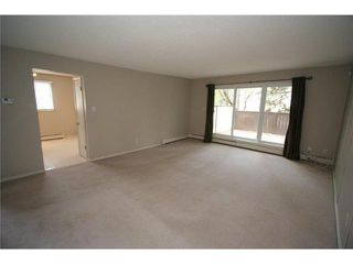Photo 4: 426 3130 66 Avenue SW in CALGARY: Lakeview Townhouse for sale (Calgary)  : MLS®# C3521004