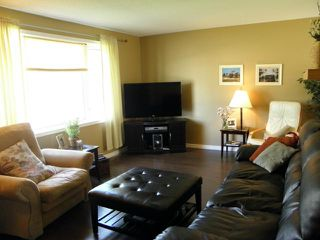 Photo 2: 22 Bourkewood Place in WINNIPEG: St James Residential for sale (West Winnipeg)  : MLS®# 1311947