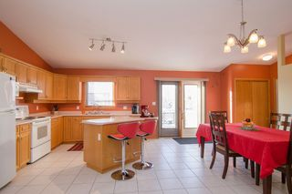 Photo 7: 205 Elm Drive in Oakbank: Single Family Detached for sale : MLS®# 1428748