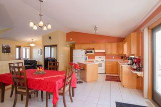 Photo 8: 205 Elm Drive in Oakbank: Single Family Detached for sale : MLS®# 1428748