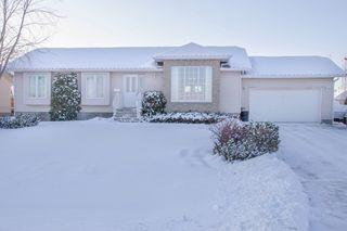 Photo 2: 205 Elm Drive in Oakbank: Single Family Detached for sale : MLS®# 1428748
