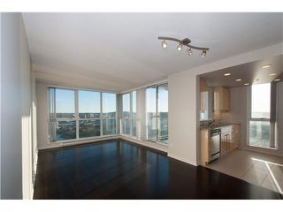 Photo 2: # 3802 1408 STRATHMORE ME in Vancouver: Yaletown Condo for sale (Vancouver West)  : MLS®# V1097407
