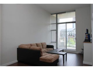 Photo 2: 301 280 ROSS DRIVE in NEW WEST: Fraserview NW Condo for sale (New Westminster)  : MLS®# V1112739