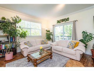 """Photo 3: 30 11067 BARNSTON VIEW Road in Pitt Meadows: South Meadows Townhouse for sale in """"COHO"""" : MLS®# R2476146"""