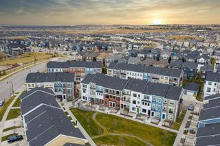 Photo 4: 32 Sherwood Row NW in Calgary: Sherwood Row/Townhouse for sale : MLS®# A1047885
