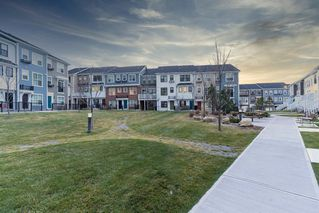 Photo 3: 32 Sherwood Row NW in Calgary: Sherwood Row/Townhouse for sale : MLS®# A1047885