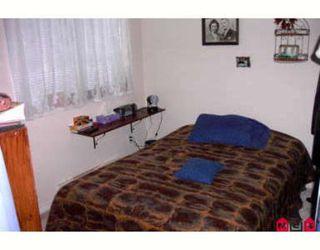 Photo 6: Fabulous top floor corner one bedroom and den!!