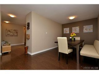 Photo 3: 404 505 Cook St in VICTORIA: Vi Fairfield West Condo for sale (Victoria)  : MLS®# 604595