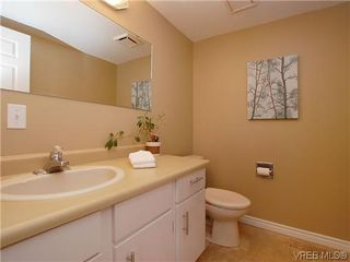 Photo 8: 404 505 Cook St in VICTORIA: Vi Fairfield West Condo for sale (Victoria)  : MLS®# 604595