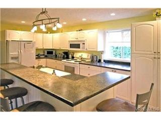 Photo 4: 4132 Mariposa Hts in VICTORIA: SW Strawberry Vale House for sale (Saanich West)  : MLS®# 419041