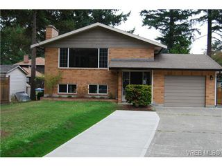 Photo 1: 970 Haslam Ave in VICTORIA: La Glen Lake House for sale (Langford)  : MLS®# 679799