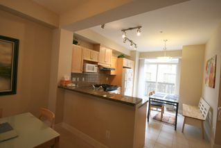 Photo 8: 993 Westbury Walk in Vancouver: Home for sale : MLS®# v721400
