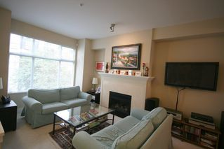 Photo 3: 993 Westbury Walk in Vancouver: Home for sale : MLS®# v721400