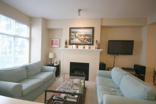 Photo 2: 993 Westbury Walk in Vancouver: Home for sale : MLS®# v721400