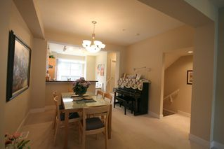 Photo 5: 993 Westbury Walk in Vancouver: Home for sale : MLS®# v721400